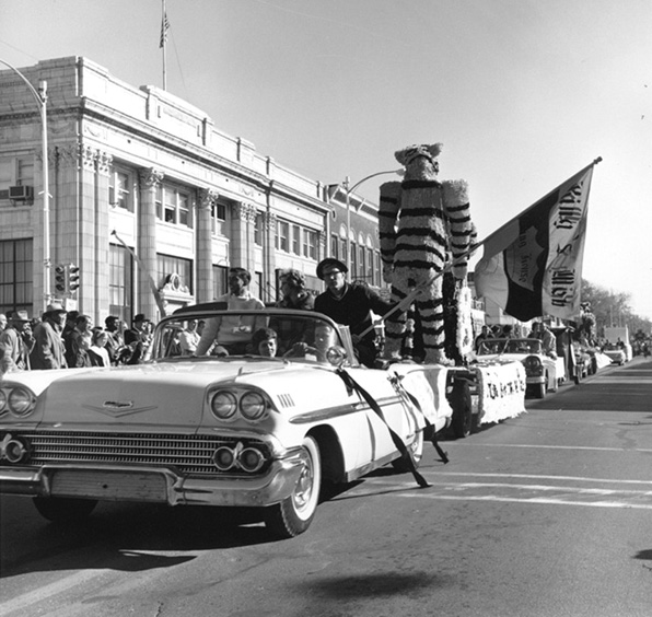 1963parade-c-1-141-6bx5Aa