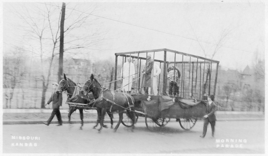 c0_3_7_MUvsKU_mascot_parade_float_ca1913